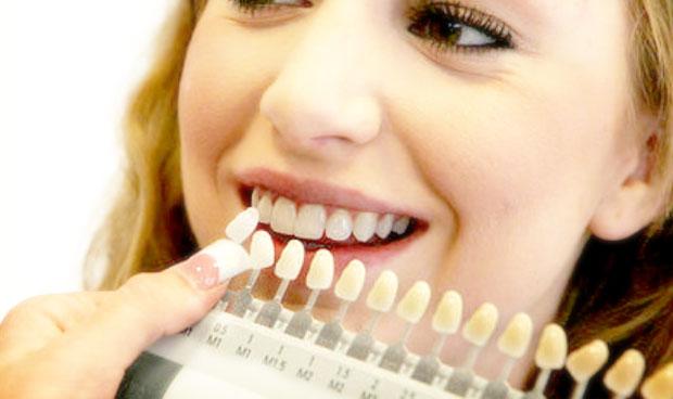 Защо зъбите ни пожълтяват и как да се отървем от проблема?