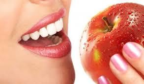 Как да се отървем от пожълтелите зъби?